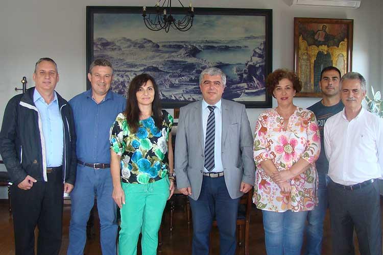 Συνάντηση του Δημάρχου Πρέβεζας με το εκπροσώπους του Συλλόγου Τριτέκνων του Νομού_5e04f0306a24a.jpeg