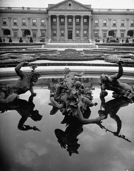 Lynnewood Hall's fountains with sculptures of creatures raising their hands out the water.