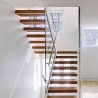 Modern Interior Open Riser Floating Staircase for Village