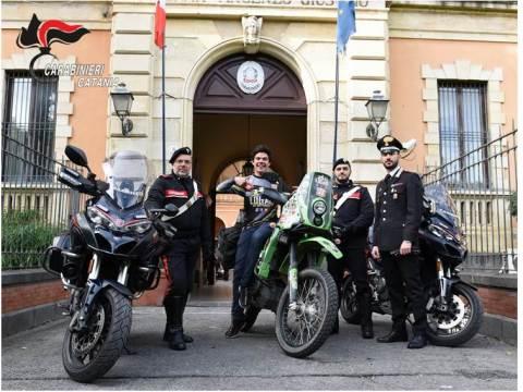 CRONACA CATANIA - Ritrovata la moto del messicano Bernardo Logar. I carabinieri donano la batteria della moto per permettergli di continuare il suo sogno