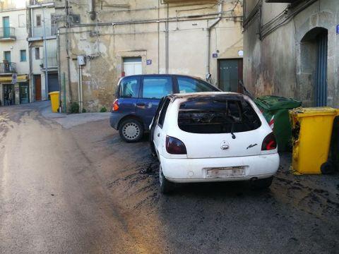 Caltagirone, auto incendiate in via Acquanuova