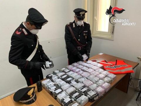 CRONACA AGRIGENTO - Ritrovato dai militari dell'Arma dei Carabinieri, sulla spiaggia di Siculiana, un pacco con 35 kg di hashish