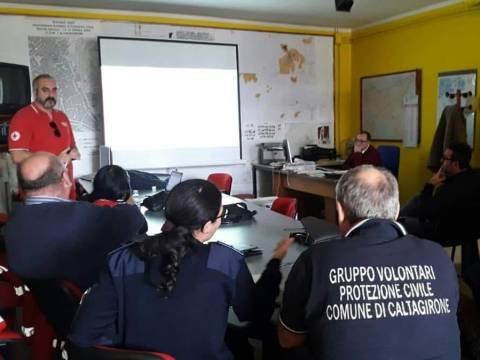 Caltagirone, CRI dona mascherine alla Protezione Civile