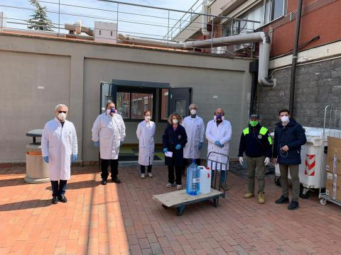 coronavirus, foto consegna gel igienizzante, 7 aprile 2020