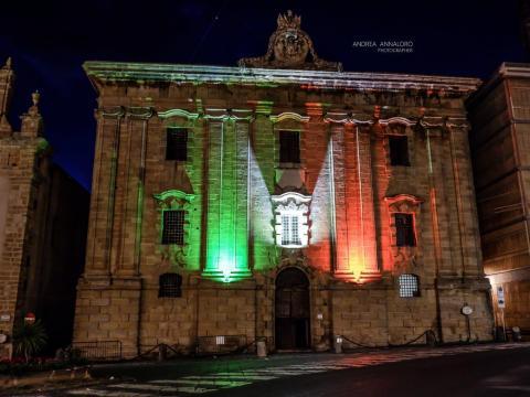Caltagirone, Foto Carcere borbonico illuminato col Tricolore