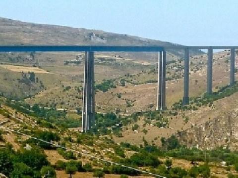 suicidio dal ponte Costanzo