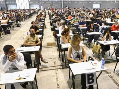 Aumenta di molto la tassa d'iscrizione al concorso straordinario scuola. Da oggi 11 luglio vi alle domande. Prova scritta più complessa e nuove procedure.