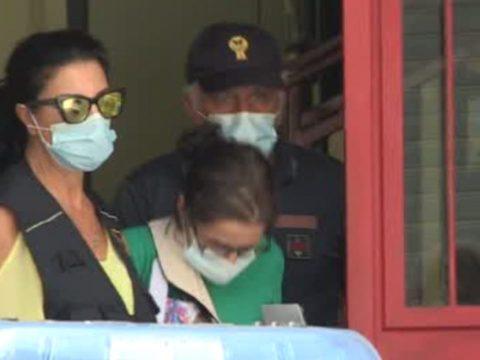 Letizia Spatola, mamma di Evan, si difenze, ma era già indagata per maltrattamenti in famiglia. Attualmente è rinchiusa in carcere.