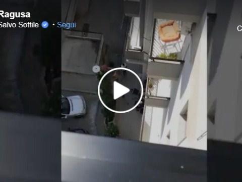 Modica, video poliziotto che sferra un calcio al ladro