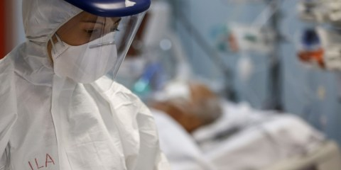coronavirus terapia intensiva infermiere