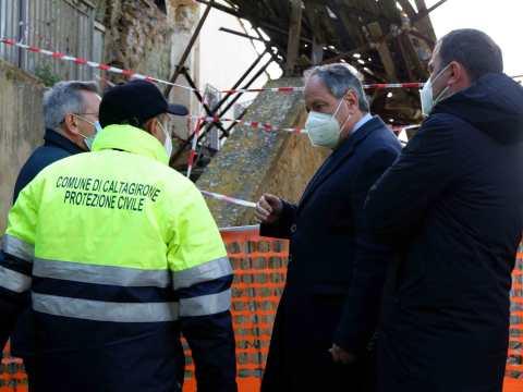 Caltagirone, crollo immobili centro storico, sindaco avverte proprietari: si pagano i danni, conviene metterli in sicurezza.