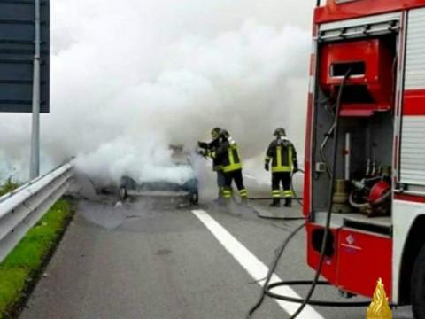 Terribile incidente, auto a fuoco: siciliani muoiono carbonizzati NOMI VITTIME che hanno perso la vita solo poche ore fa.