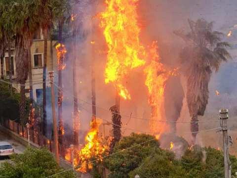 """Caltagirone, incendio ex Istituto Agrario, sindaco: """"Criminali, ma non è di competenza comunale"""""""