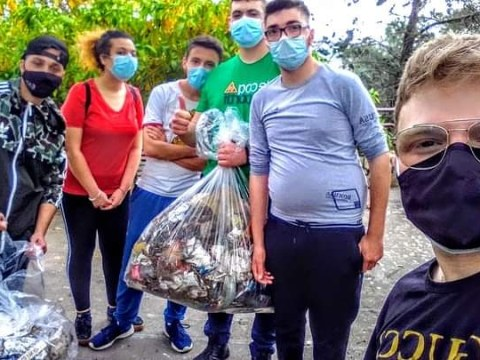 Gioventù Nazionale Caltagirone a tutela dell'ambiente pulita area verde sita in via Principessa Maria José.