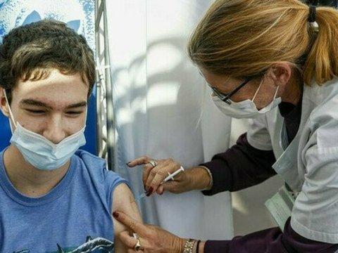 Sicilia, dal 26 maggio saranno vaccinati i ragazzi di terza media e maturità. Ecco quali saranno i vaccini utilizzati.