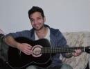 בחור עם גיטרה
