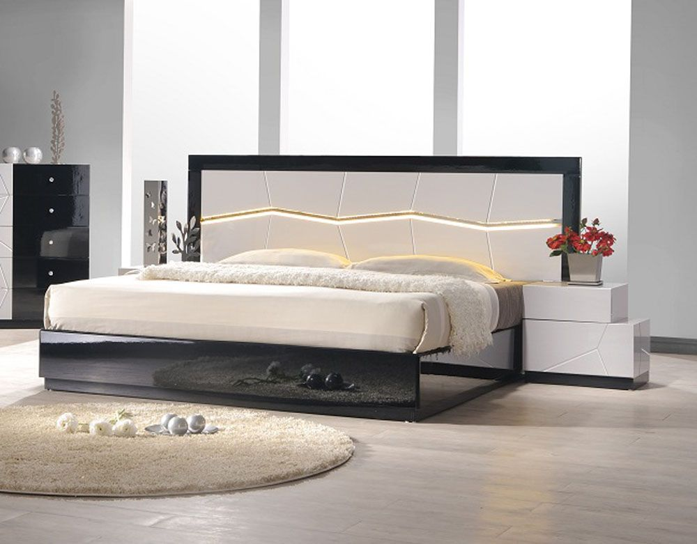 Lacquered Refined Quality Platform and Headboard Bed Chicago Illinois JMTURINO