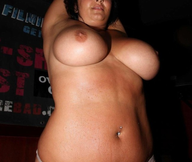 Cute Thick Girl Nude In Club