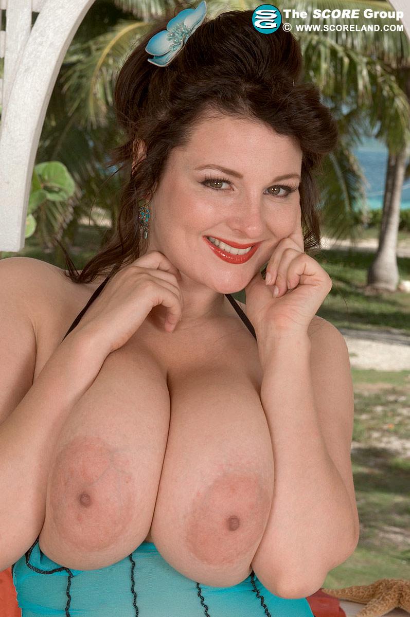 emily 18 nude