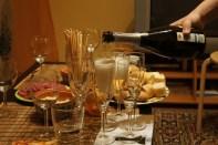 Чем закусывают шампанское по этикету