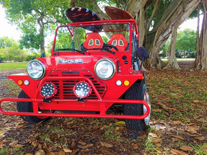 front view of a moke golf car
