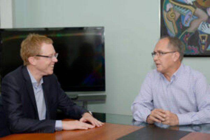 El intendente Alberto Descalzo recibió en su despacho a Juan Curutchet, presidente del Banco Provincia