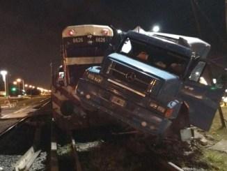 Choque de tren y camión en Merlo