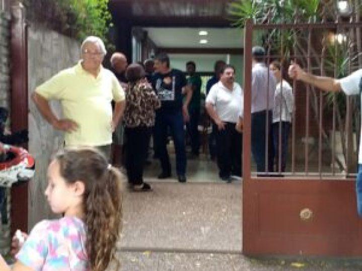 Cerca de 50 personas se reunieron en la casa de Oscar Cragno, uno de los vecino que encabeza la histórica lucha contra la fabrica contaminante.