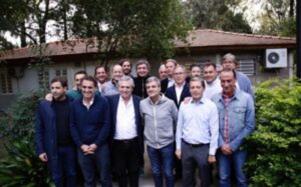 Alberto Fernández junto a los intendentes del conurbano ayer en Lomas de Zamora