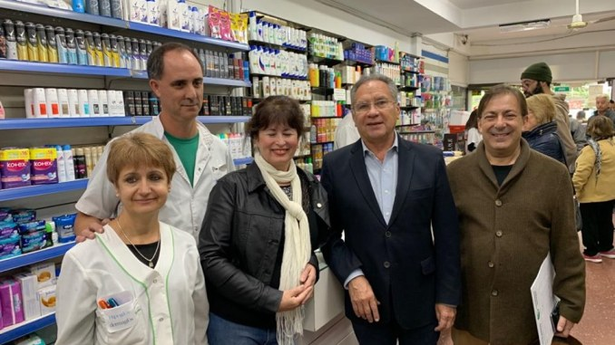 Descalzo con farmacéuticos