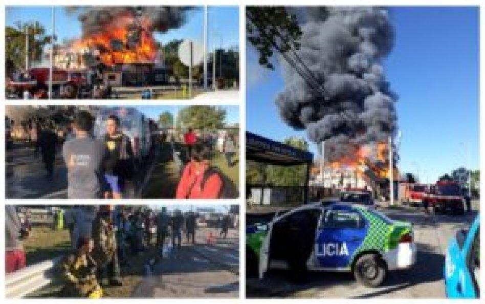 Además del fuego arrasador, el pánico se apoderó del lugar cuando la policía debió evacuar la zona por peligro de detonaciones