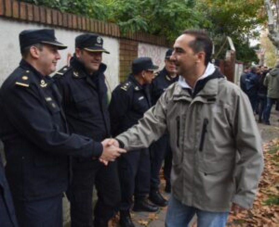 Tagliaferro con efectivos policiales
