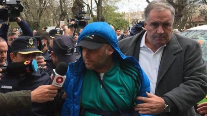 'Pepo' salió esta mañana esposado del hospital San Roque de Dolores y fue rumbo a la comisaría de Chascomús, donde está detenido