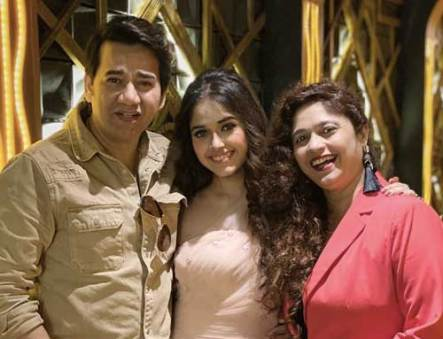 Jannat Zubair Rahmani With Her Mother And Father