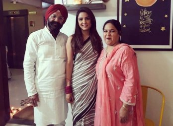 Jasmin Bhasin With Her Father And Mother