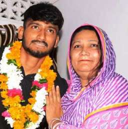 Khaleel Ahmed With His Mother