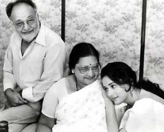 Madhuri Dixit With Her Father And Mother