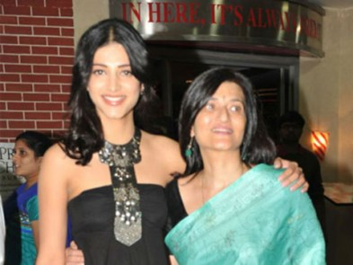 Shruti Hassan With Her Mother