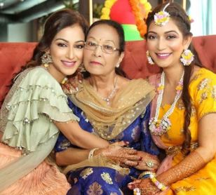 Sunayna With Her Mother And Sister