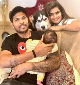Umesh Yadav With His Daughters