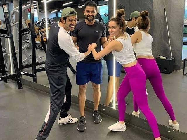 Shraddha Kapoor in the gym with Karthik Aryan