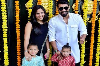 Shabbir Ahluwalia With His Children's