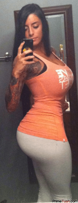 thick-ass-pawg-selfie-tight-yoga-pants