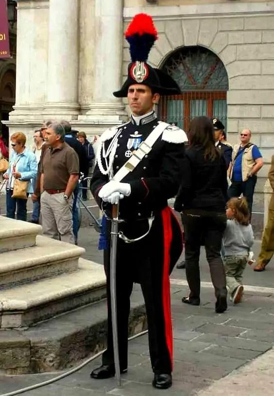 carabiniere, Św. Antoni, Basilica Santa Maria in Trastevere, ślub w Rzymie, ślub we Włoszech, jak wygląda ślub w Rzymie
