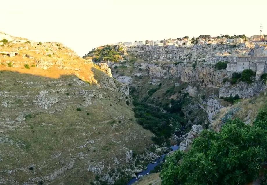 Matera, Matera wąwóz, dzielnica Sassi, Matera Sassi, Matera noclegi, Matera gdzie zjeść, Apulia, co zobaczyć w Apulii, Apulia noclegi, zwiedzanie Apulii, Apulia co zwiedzić, Apulia zwiedzanie