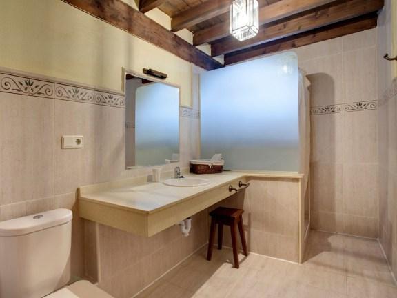 Badezimmer in Ferienhaus für 10 Personen