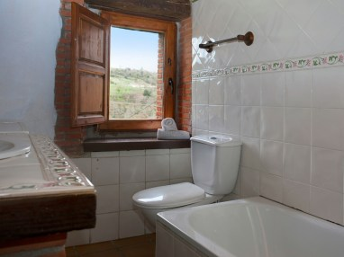 Bathroom in the holiday house for 8 people in Camijanes