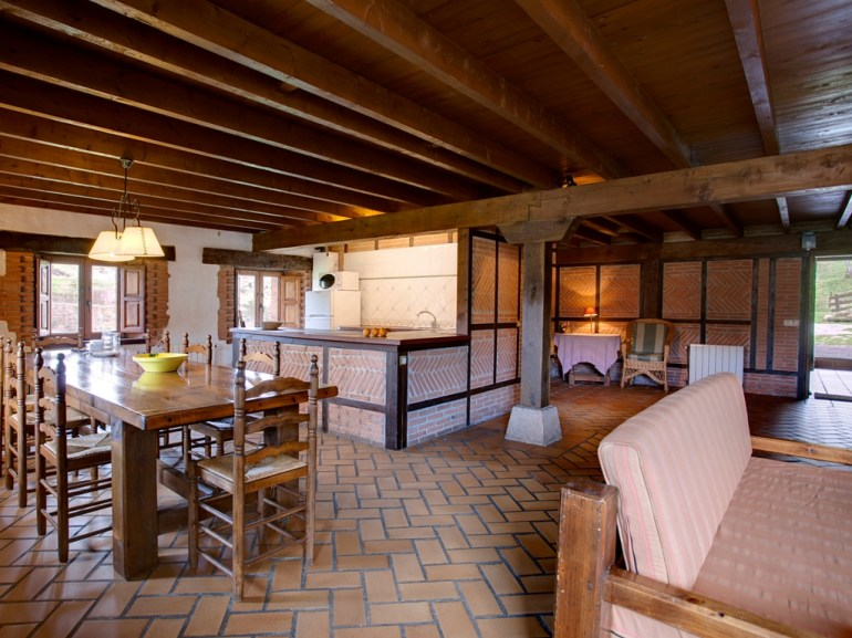 Open plan kitchen for 8 people in the holiday house in Camijanes