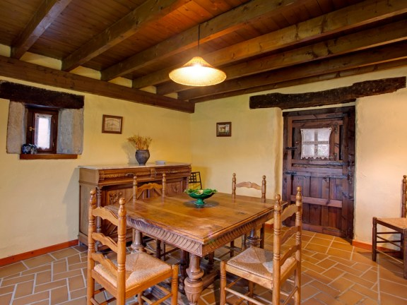 Eating-room for 6 people in the holiday house in Camijanes