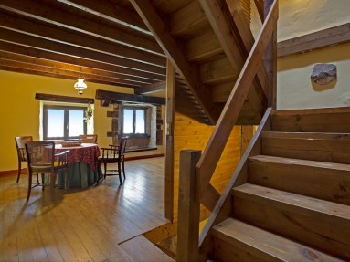 Holiday house for 6 people in Camijanes stairs